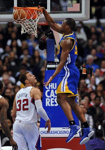 Harrison Barnes dunks